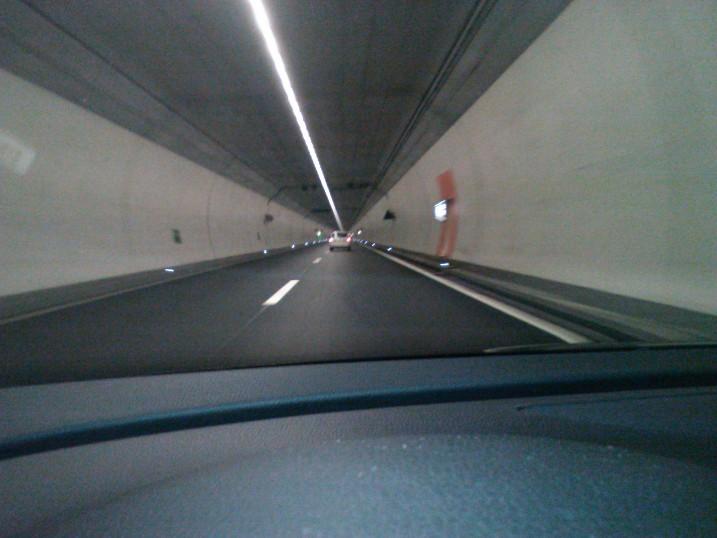 Die Schweizer lieben lange Tunnel...